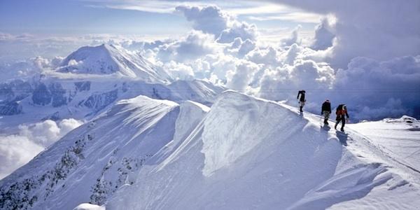 Đỉnh Denalilà đỉnh núi cao nhất ở Bắc Mĩcó độ cao 6.190 mét trên mực nước biển.(Nguồn: Internet)
