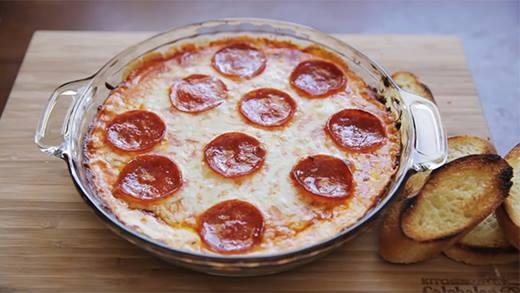 Trổ tài làm bánh pizza cực ngon và hấp dẫn