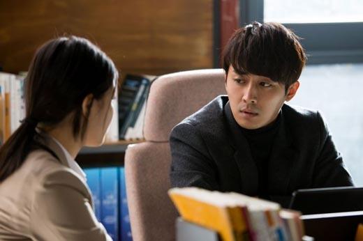 Lee Jung Hyun đem lòng yêu thương thầy giáo của mình.