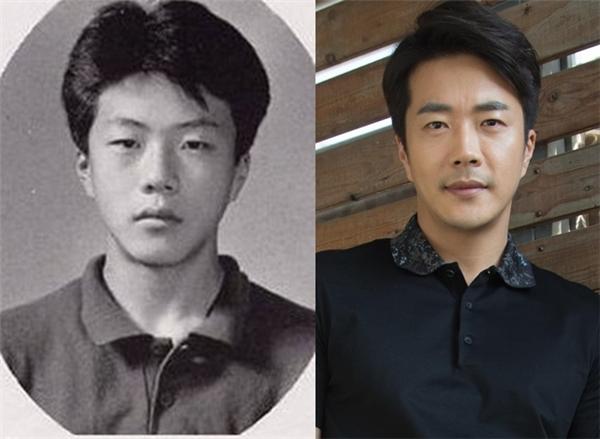 """Dù không hề kém sắc nhưng so với hiện tại, Kwon Sang Woo đã đẹp lên rất nhiều. Vì lí do ấy mà anh chàng từng vướng vào tin đồn """"dao kéo"""" để sở hữu vẻ điển trai """"vạn người mê""""."""
