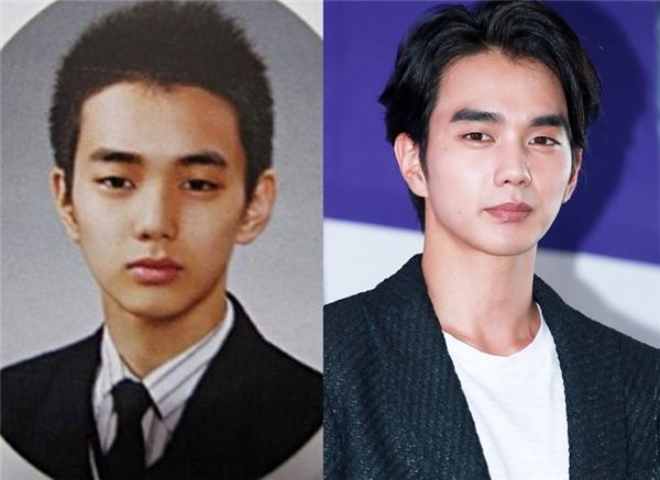 """Yoo Seung Ho từng được chọn là ngôi sao có ảnh tốt nghiệp lung linh nhất. So với hiện tại thì vẻ ngoài của """"em trai quốc dân"""" dường như khôngthay đổi nhiều."""