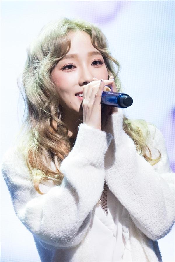 """Sau khi """"gây bão"""" với mini album đầu tay cực thành công thì Taeyeon (SNSD) lại bị vướng vào hàng loạt những nghi án phẫu thuật cắt mí, mũi và cằm."""