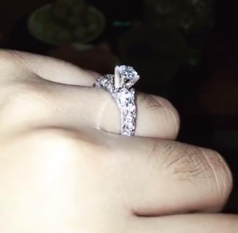 Ca nương Kiều Anh được bạn trai cầu hôn bằng nhẫn kim cương