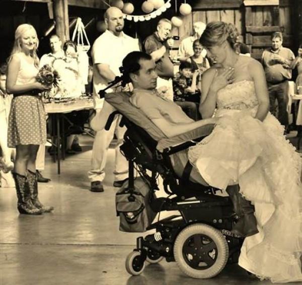 Đám cưới hạnh phúc của cặp đôi 6 năm gắn bó. (Ảnh:Internet)