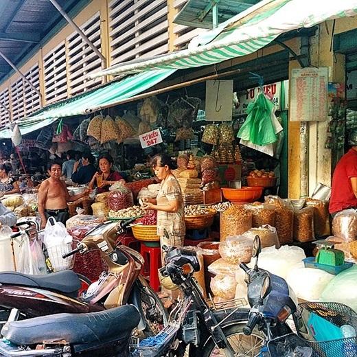 Đến Chợ Lớn, không sợ không mua được gì.(Nguồn IG @ka1owas)