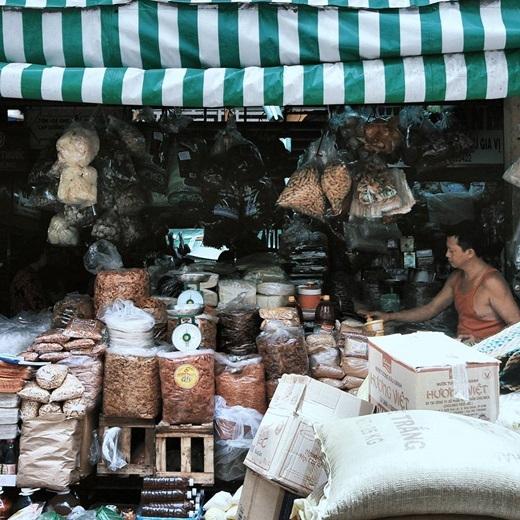 Chợ Lớn hãy cứ bình yên, xưa cũ và chân chất như thế, để rồi biết bao người thêm yêu, thêm mến và nhớ nhung...(Nguồn IG @vinhxtus)
