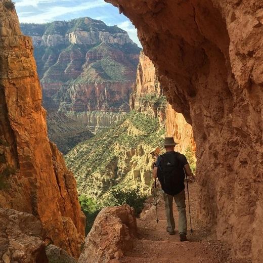 Có ai biết chăng hẻm núi nổi tiếng Grand Canyon lại có những lối đi nguy hiểm nhưng cũng đầy chất thơ?(Nguồn Internet)