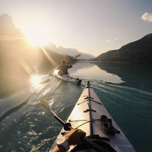 Cùng đuổi bắt mặt trời ở hồ Waterfowl thuộc vườn quốc gia Banff, Canada.(Nguồn Internet)