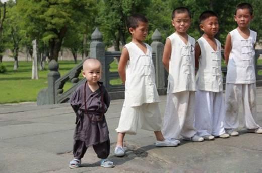Những tiểu hòa thượng, đạo sĩ nhí gây