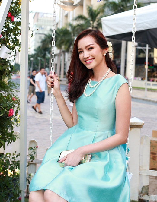 Người đẹp Trúc Diễm nổi bật với bộ đầm xanh ngọc. - Tin sao Viet - Tin tuc sao Viet - Scandal sao Viet - Tin tuc cua Sao - Tin cua Sao