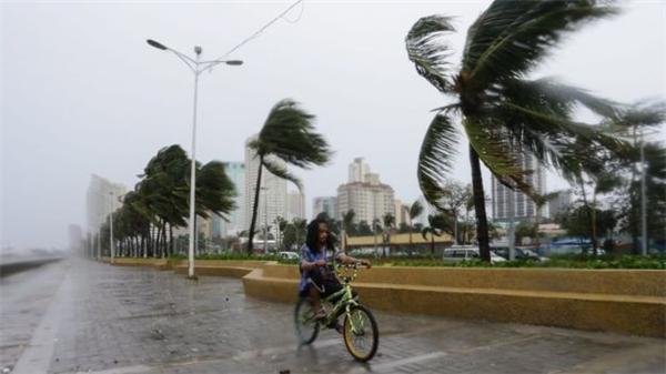 Theo thông tin mới nhất, sau khi đổ bộ vào đất liền Philippines, siêu bão Koppu đã phá hủy nhiều căn nhà, quật đổcây xanh, gây mất điện trên diện rộng, hiện tượng lũ quét và sạt lở đất bắt đầu diễn ra. Ảnh: Internet