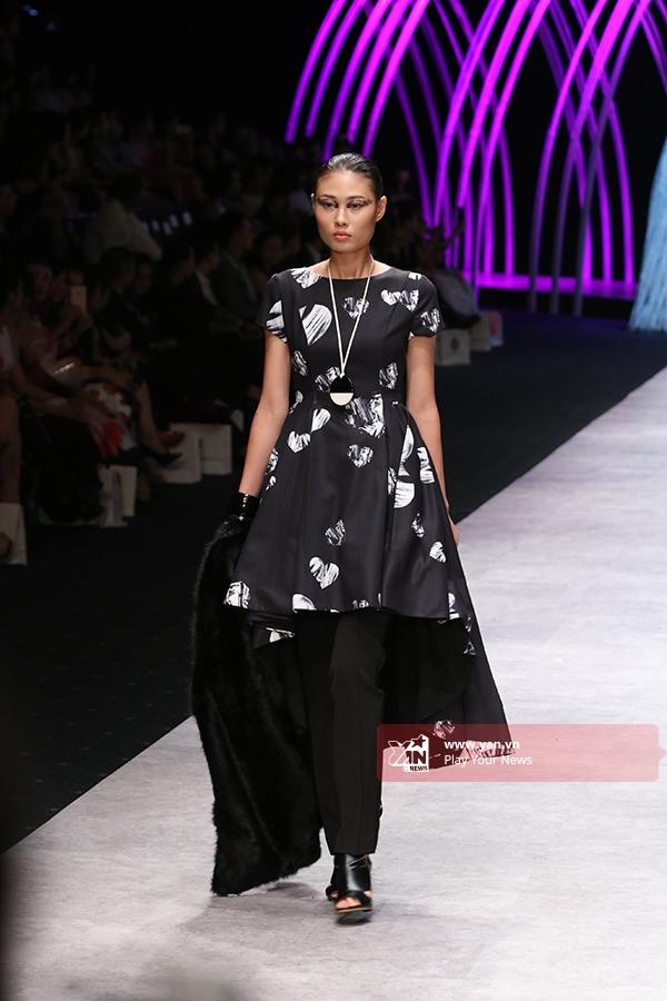 Mai Giang - Quán quân Vietnam's Next Top Model 2012- đã chính thức tái xuất sau khoảng thời gian ở ẩn sinh con, chăm sóc gia đình.