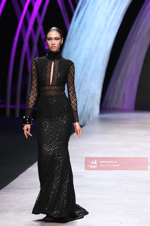Càng về sau, âm hưởng thời trang Thu - Đông càng thể hiện rõ qua kiểu dáng và những chất liệu đặc trưng nhưsequins, lông, nỉ.