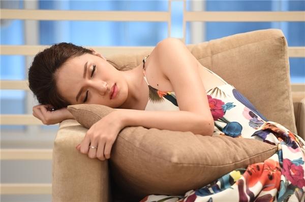Ngoài diễn xuất ấn tượng của bộ ba Việt Trinh - Đức Hải và Khánh My thì xuất hiện của Hương Giang Idol với vai diễn điện ảnh đầu tiên đã để lại cảm xúc sâu đậm trong lòng khán giả.
