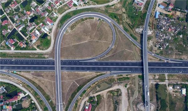Vẻ đẹp của cao tốc tại nút giao quốc lộ 10 - nút giao lớn và quan trọng nhất toàn tuyến.