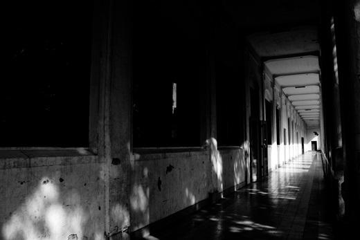 Vào ban ngày, nơi đây vẫn tối tăm và lạnh lẽo đến rợn người. (Ảnh: Internet)