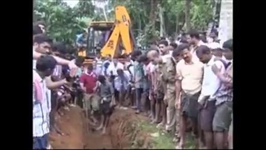 Màn giải cứu voi con lọt giếng bùn thu hút triệu lượt xem