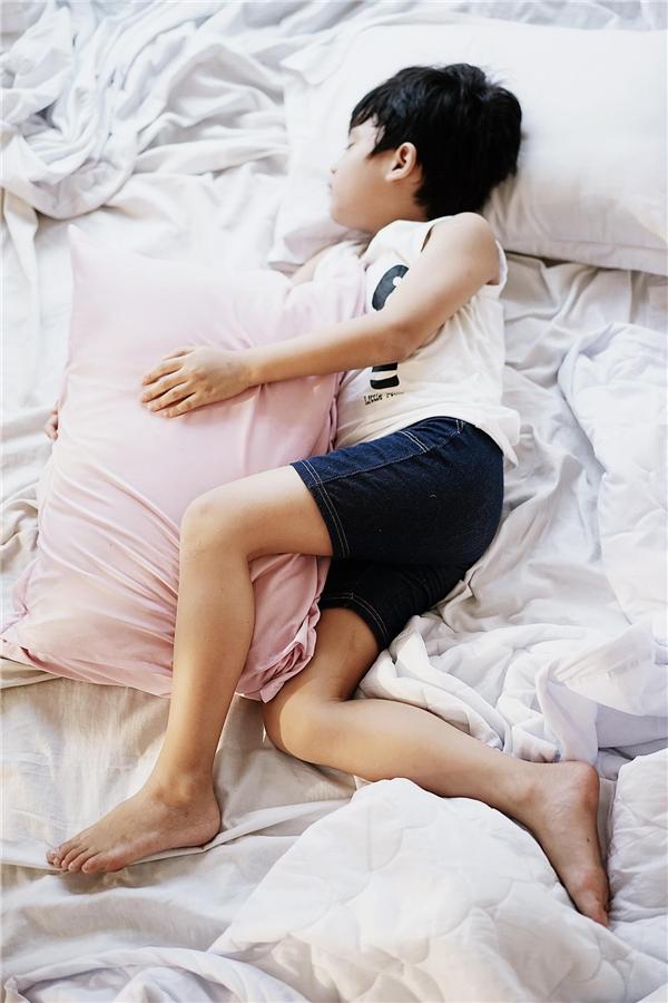 Chìm sâu vào giấc ngủ mà không vướng bận muộn phiền từ cuộc sống.