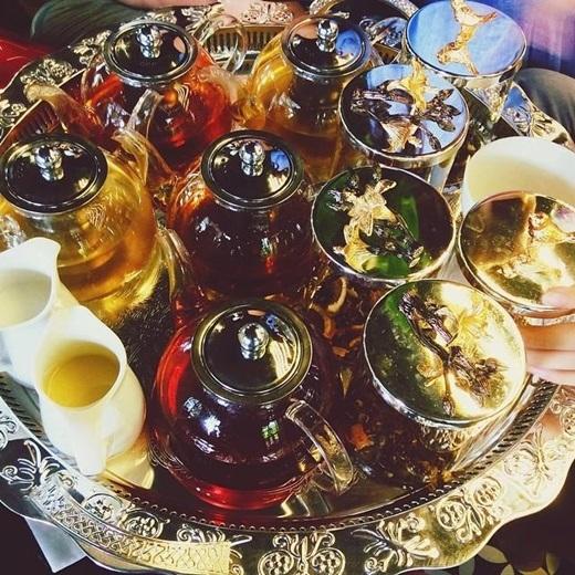Nơi đây có hơn 100 loại trà có nguồn gốc từ Việt Nam, Nhật Bản, Pháp, Ý... cho khách thoải mái lựa chọn theo ý thích.(Nguồn: Internet)