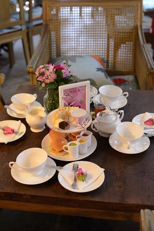 Những chiếc bánh ngọt nhỏ xinh đủ màu sắc cũng là một điểm nhấn thú vị của Khanh Casa, tạo nên bữa tiệc trà chiều đúng nghĩa.(Nguồn: Internet)