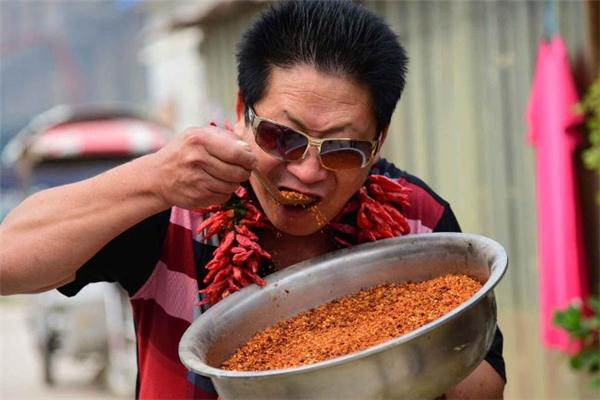 Ông Li ăn 2,5 kg ớt mỗi ngày.