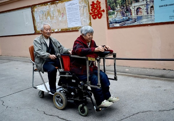 Câu chuyện tình yêu của đôi vợ chồng già đang gây xôn xao cộng đồng mạng Trung Quốc vì sự ngọt ngào và vô cùng cảm động. (Ảnh: Internet)
