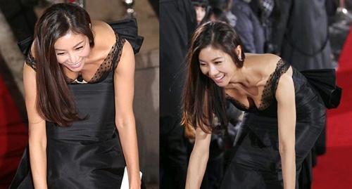 """Chưa """"ghi điểm"""" với truyền thông được bao lâu thì chiếc váy đen quyến rũ đã """"phản chủ"""" khiến nữ diễn viên Han Eun Jung được một pha """"vồ ếch"""" nhớ đời"""