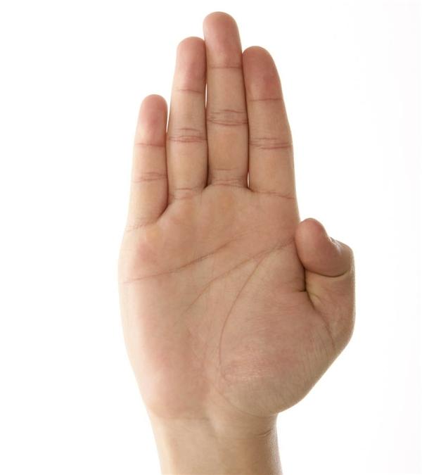 """Ngón trỏ ngắn hơn ngón đeo nhẫn là dấu hiệu """"tố cáo"""" kích cỡ """"cậu nhỏ"""" của các chàng. (Ảnh: Internet)"""
