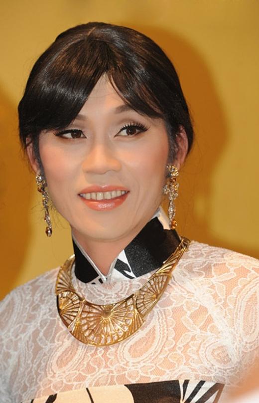 Nghệ sĩ Hoài Linh thể hiện vai giả gái cực kì xuất sắc. - Tin sao Viet - Tin tuc sao Viet - Scandal sao Viet - Tin tuc cua Sao - Tin cua Sao