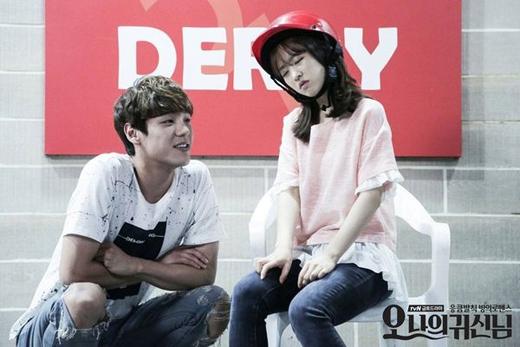 Seo Joon là người bạn, người anh luônlặng lẽ bên cạnh bảo vệ cho Na Bong Sun (Park Bo Young). Ngay từ những ngày đầu, Seo Joon luôn âm thầm giúp đỡ cho Bong Sun từ những việc nhỏ nhặtnhư giúp bê các hộp đồnặng, đưa cô về đến tận nhà để đảm bảo an toàncũng như luôn lên tiếng giúp đỡ mỗi khi bị đồng nghiệp bắt nạt. Và anh cũng là người đầu tiên cảm giác được sự khác lạ khiBong Sunbị hồn ma Soon Ae nhập thân.