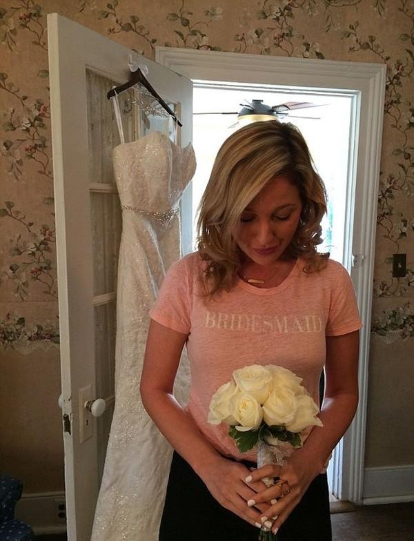 Tuy chỉ là đám cưới của người khác nhưng phù dâu thuê cũngcảm thấyrất hạnh phúc.