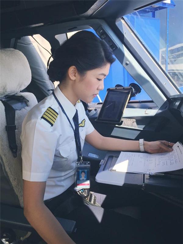 Những nữ phi công vừa đẹp vừa tài khiến các chàng cũng nể phục