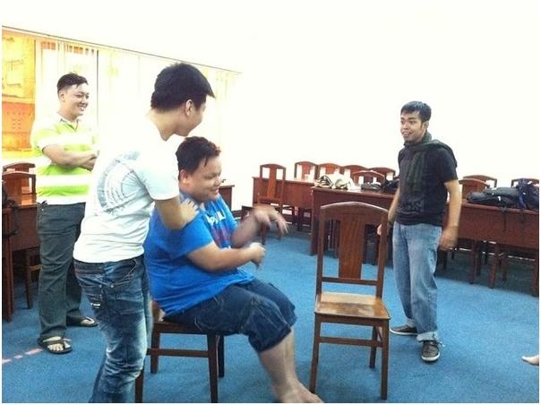 Hình ảnh của Toàn (áo xanh) trước khi giảm cân.(Ảnh: Facebook)