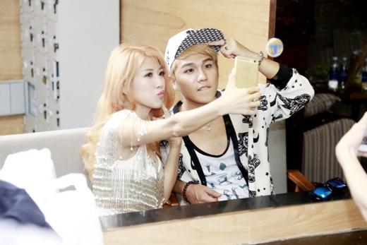 Cô và T.Y còn tranh thủ chụp ảnh cùng nhau trước khi trai Hàn này trở về nước sau chuyến quảng bá. - Tin sao Viet - Tin tuc sao Viet - Scandal sao Viet - Tin tuc cua Sao - Tin cua Sao
