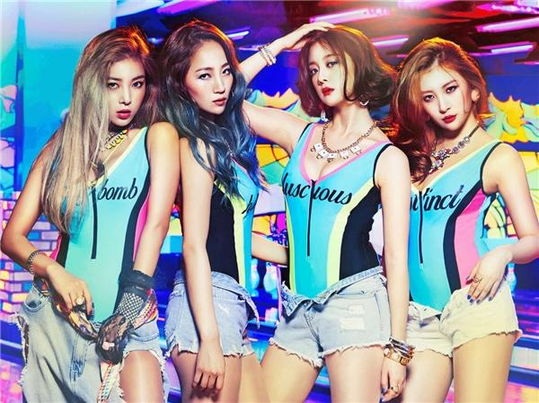 """Với ca khúc đầu tay, Tell Me, Wonder Girls đã quyết định theo đuổi hình ảnh đáng yêu, hồn nhiên. Mới đây nhất, trở lại với album thứ 3 mang tên Reboot, các cô gái nhà JYP đã """"lột xác"""" cực quyến rũ và cá tính khi trình diễn theo phong cách ban nhạc cùng nhạc cụ trên sân khấu."""