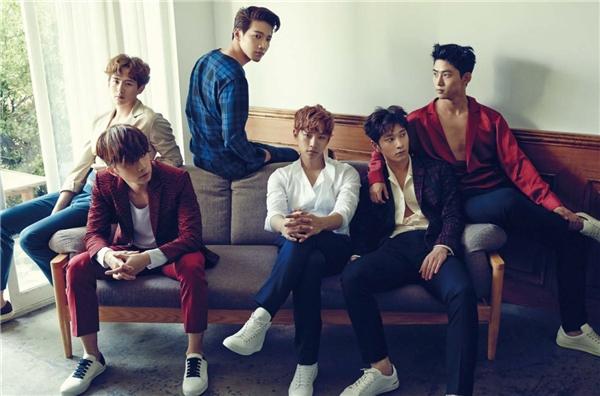 """Nằm trong dự án One Day của JYP Entertainment2PM vừa ra mắt đã gây ấn tượng nhờ hình ảnh """"quái thú"""" mạnh mẽ, cơ bắp, như một làn gió mới thổi vào thị trường nhóm nhạc nam """"xinh trai"""" năm 2008. Hiện nay, 2PM tiếp tục """"đốn tim"""" các fan vào hình tượng quý ông điển trai, lịch lãm khi quảng bá ca khúc My House nằm trong album No.5 của nhóm."""