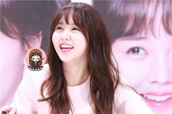 Cư dân mạng khen ngợi sự lễ phép và thân thiện của Kim So Hyun
