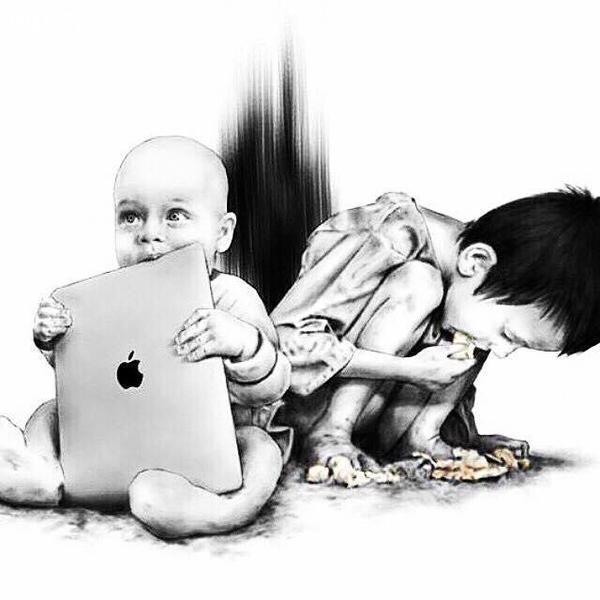 Bức vẽ là sự so sánh chênh lệch giữa một đứa trẻ được may mắn sinh ra trong gia đình khá giả, và một số phận tương phản đầy bất hạnh. Hai hình ảnh đối lập nhau đã đánh thức suy nghĩ của chúng ta về sự bon chen, đua đòi, chạy theo vật chất tầm thường mà đánh mất những niềm vui giản đơn khác trong cuộc đời. Bức ảnh còn nhắn nhủ thông điệp: Mỗi khi bạn có ýđịnh than vãn về số phận hẩm hiu của bản thân, hãy đừng quên cuộc sống vẫn còn đầy rẫy những mảnh đời cơ cực.(Ảnh: Internet)