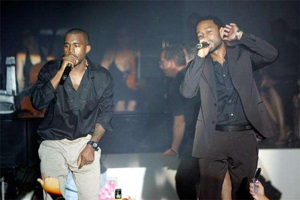 John Legend bắt đầu nổi tiếng khi đảm nhiệm hát phần hát thaycho Kanye West vào năm 2000.