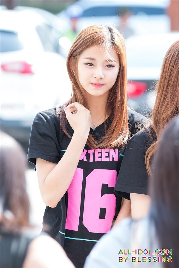 Tranh cãi trước nhan sắc của Yeri (Red Velvet) và Tzuyu (Twice)