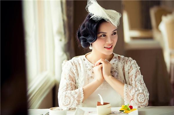Hình ảnh khá cầu kì của người đẹp họ Lý được lấy ý tưởng từ vẻ đẹp của những người phụ nữ Ba Tư. Tạo hình này của Lý Nhã Kỳ khiến giới mộ điệu thời trang không tiếc lời khen ngợi.