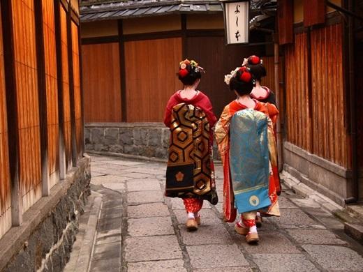 Những nơi đáng để thăm thú ở Nhật Bản không chỉ là Tokyovà Osaka. Với hơn 2.000 ngôi chùa và đền thờ đậm phong cách Phật giáo, Kyoto đứng đầu trong danh sách bình chọn thành phố du lịch tuyệt vời nhất theo tạp chí Travel and Leisure.(Ảnh: Business Insider)