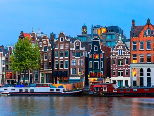 Tạm quên Hà Lan với hình ảnh một đất nước của du học sinh từ khắp nơi trên thế giới đổ về, bởi Amsterdam, Rotterdam hoàn toàn có thể chinh phục du khách vớiviện bảo tàng cổ kính, cà phê ngon miễn chê và những vùng thôn quên cócảnh quan tuyệt đẹp.(Ảnh: Business Insider)
