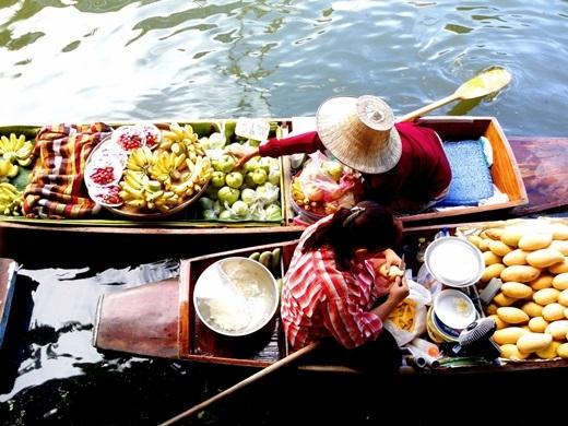 Dù ở Băng Cốc náo nhiệt, Phuket biển trời xanh ngắt hay Chiang Mai cổ kính, Thái Lan cũng sẽ biết cách quyến rũ du khách bằng nền văn hóa độc đáo, ẩm thực đặc sắc và cả những khu nghỉ dưỡng như thiên đường. Gần đây, du khách rất chuộng hình thức khu nghỉ dưỡng khỏe đẹp với chế độ ăn uống detox và các bài tập yoga, phòng spa đạt chuẩn ở Thái Lan.(Ảnh: Business Insider)