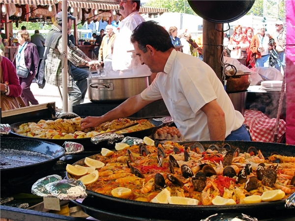 Kể từ khi nhà hàng elBulli Ferran Adria được mở ở Catalonia, Tây Ban Nha đã trở thành chiến binh bất bại về ẩm thực hiện đại trên toàn thế giới. Nếu có ý định du lịch đến Tây Ban Nha, hãy đi vào tháng Tư để tận hưởng những ngày nắng tuyệtđẹp ở đây.(Ảnh: Business Insider)