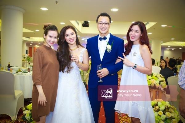Nữ diễn viên Huyền Lizzie và hot girl Hà Min góp mặt trong lễ cưới. - Tin sao Viet - Tin tuc sao Viet - Scandal sao Viet - Tin tuc cua Sao - Tin cua Sao