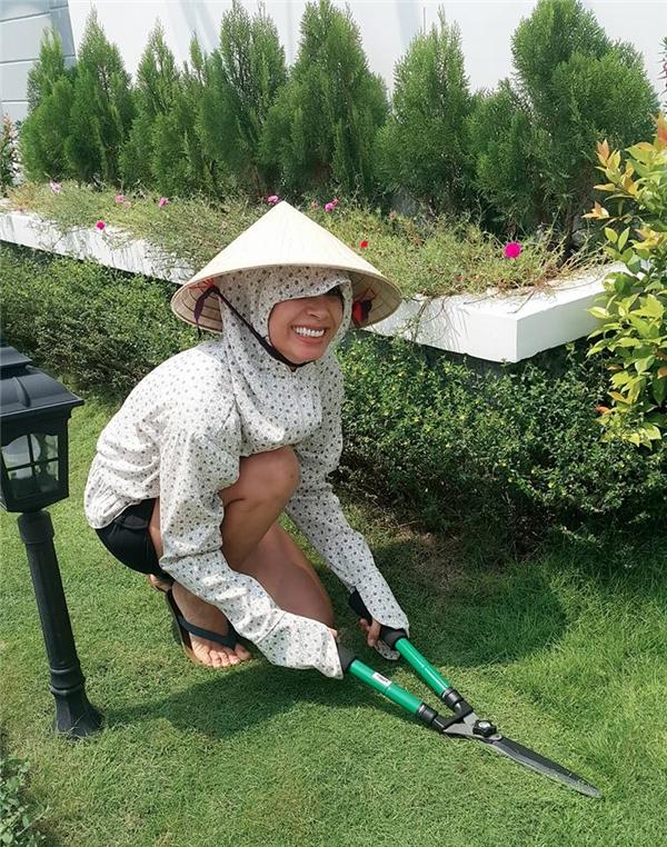 Nhận thấy sự vất vả của vợ trong suốt 9 năm qua, Minh Khang dành tặng cô món quà có giá trị nhất từ trước đến nay. - Tin sao Viet - Tin tuc sao Viet - Scandal sao Viet - Tin tuc cua Sao - Tin cua Sao