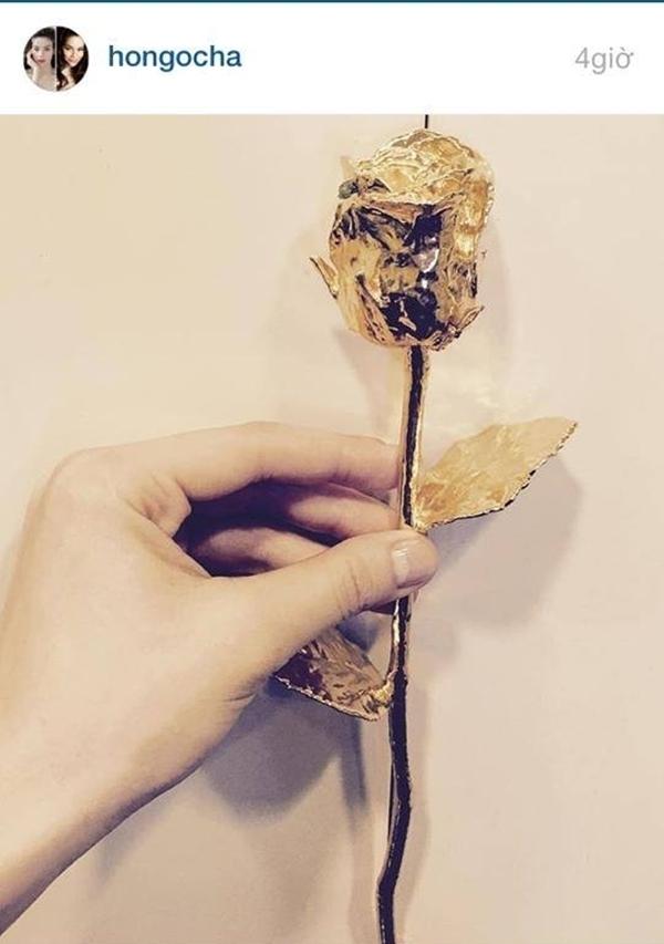 Cành hoa hồng vàng đắt giá mà Hà Hồ chia sẻ trên instagram. - Tin sao Viet - Tin tuc sao Viet - Scandal sao Viet - Tin tuc cua Sao - Tin cua Sao