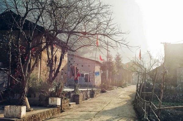Một sớm bình minh trên phố cổ Đồng Văn. (Ảnh: Internet)