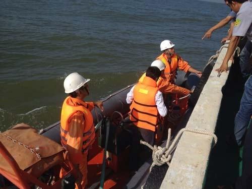 Lực lượng cứu nạn đang nỗ lực ứng cứu tàu bị nạn